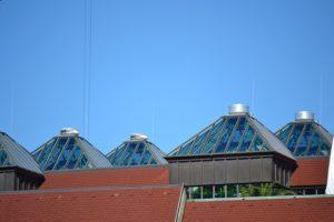 Pyramiden Glasdach ausgestattet mit dem Multirollo® - Sonnenschutzrollo mit bis zu 95 % Reduktion der Gesamtenergieeinstrahlung